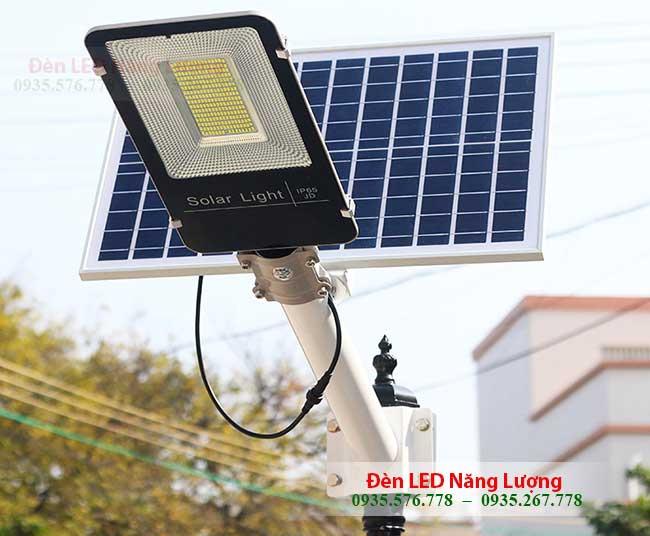 đèn đường năng lượng mặt trời 90w chính hãng