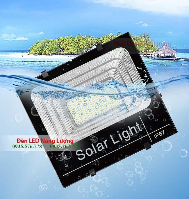 Đèn LED pha năng lượng mặt trời 100W chiếu sân vườn NL100 chống nước hoàn hảo