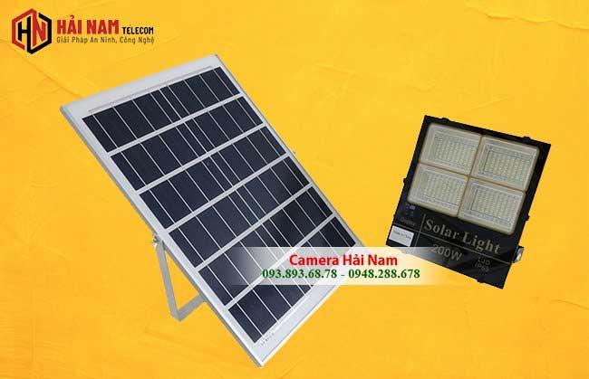 Đèn Pha Năng Lượng Mặt Trời 200W 3 màu chất lượng cao
