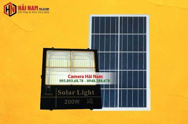 Đèn Pha Năng Lượng Mặt Trời 200W Hiển thị % PIN